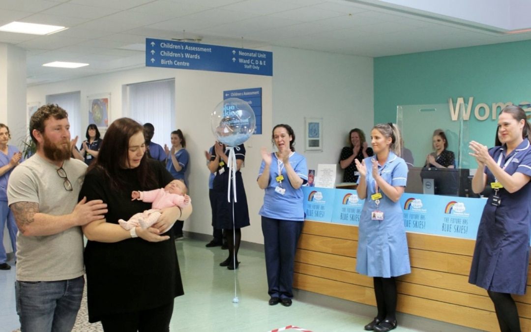 Miracle! Mother and newborn daughter released after 40-day hospital stay for Coronavirus